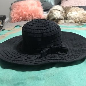 Accessories - Black sun hat with bow